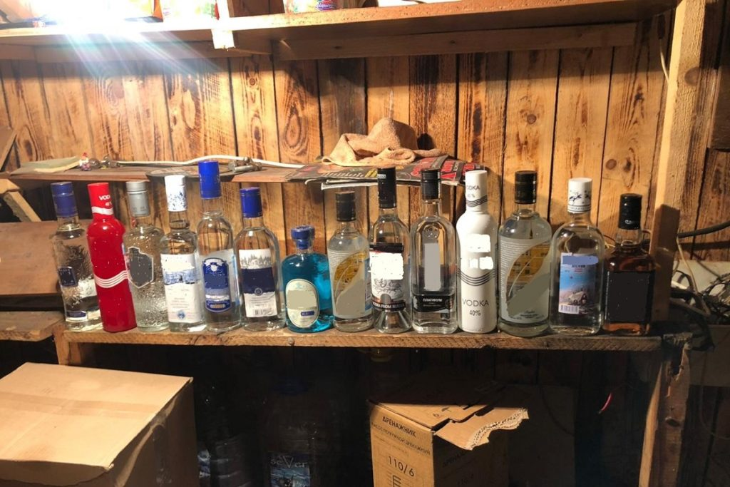 В Тверской области владелец кафе «погорел» на торговле контрафактным табаком и алкоголем