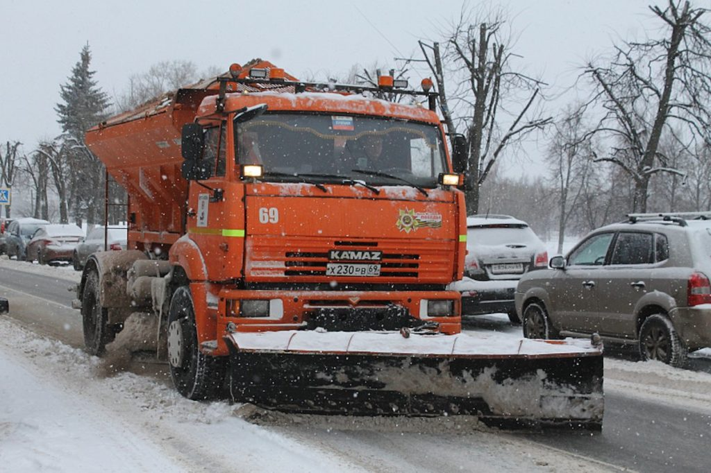 Снегопад заставил МУП «ЖЭК» заняться уборкой дорог в Твери