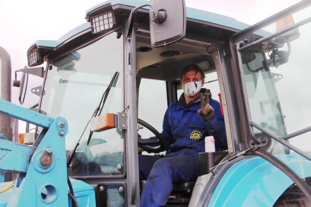 Студенты тверской сельхозакадемии вышли на полевые работы в масках