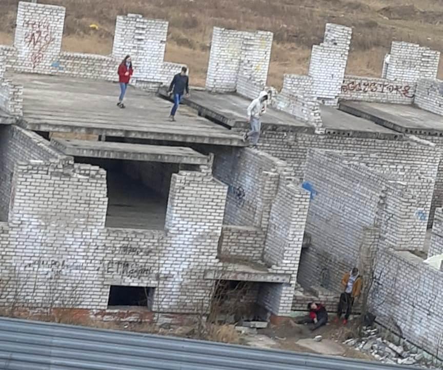 В Твери подросток получил травмы, упав с заброшенного здания