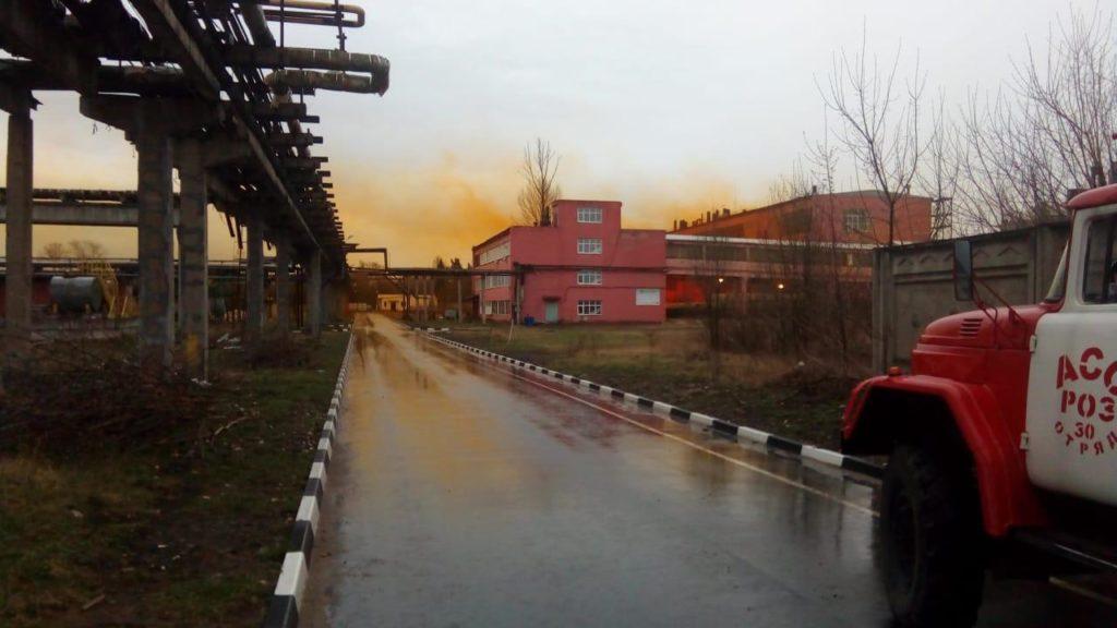По факту взрыва на химзаводе в поселке Редкино следователи проведут проверку