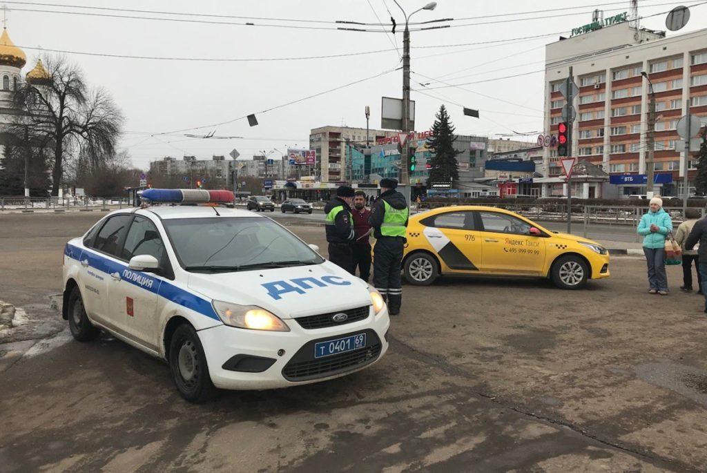 Работу «Яндекс.Такси» в регионе никто не проверяет?