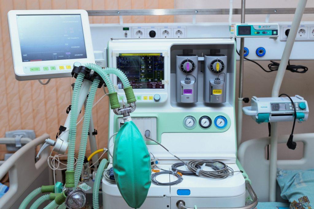 В больницы Тверской области поступает оборудование для лечения пациентов с коронавирусом
