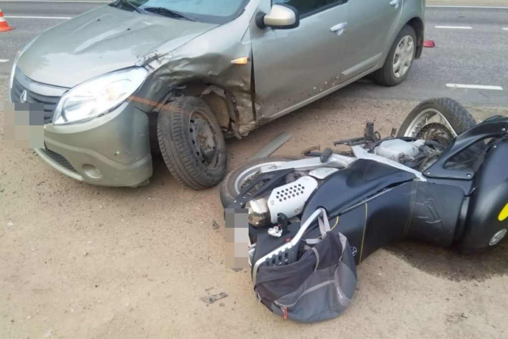 В Тверской области при обгоне автомобиля погиб мотоциклист