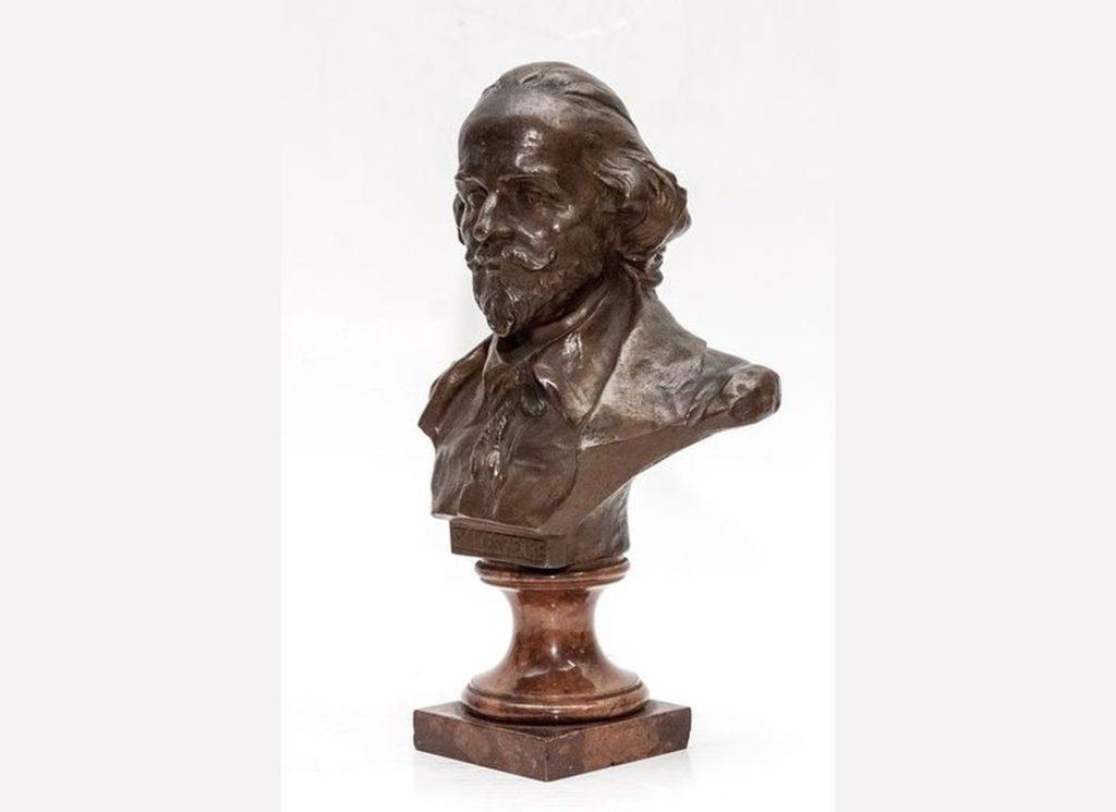 В Твери можно увидеть скульптурный портрет Шекспира