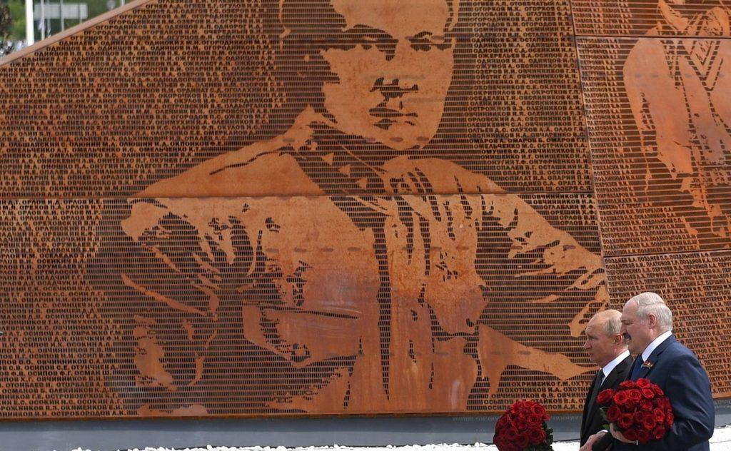 Владимир Путин и Александр Лукашенко открыли Ржевский мемориал Советскому солдату