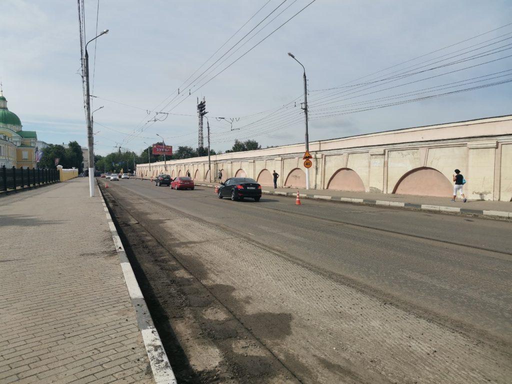 Фуры слетают в кювет. Какие районные дороги Тверской области находятся в удручающем состоянии