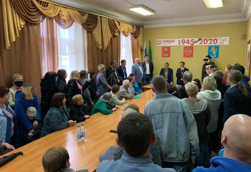 Депутаты госдумы приехали в Нелидово, чтобы разобраться в увольнения директора школы