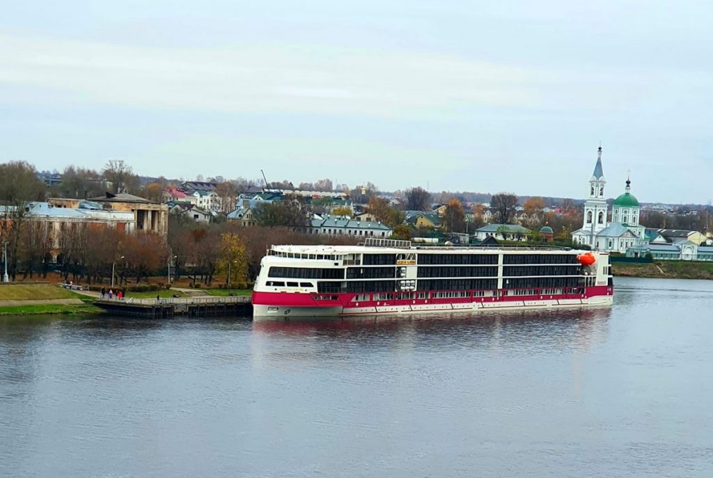 Жители Твери смогли увидеть первый круизный лайнер, построенный в России за последние 60 лет