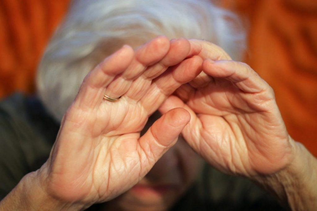 В Тверской области мать и сын ограбили 83-летнюю пенсионерку прямо у нее дома