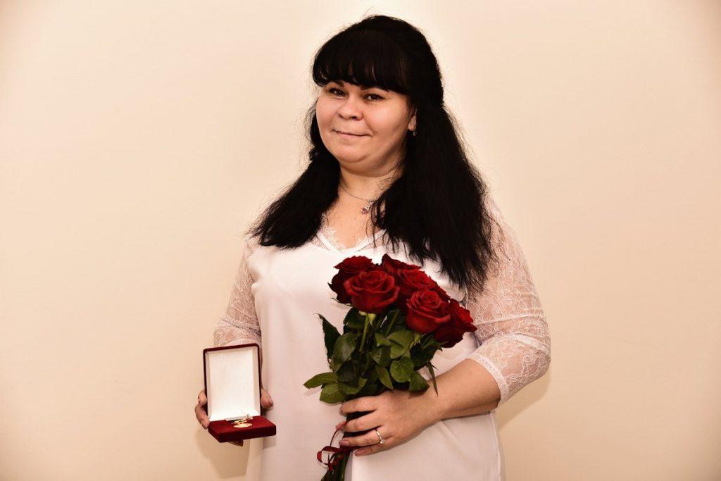 Мама пяти детей из Твери удостоена почётного знака «Слава Матери»