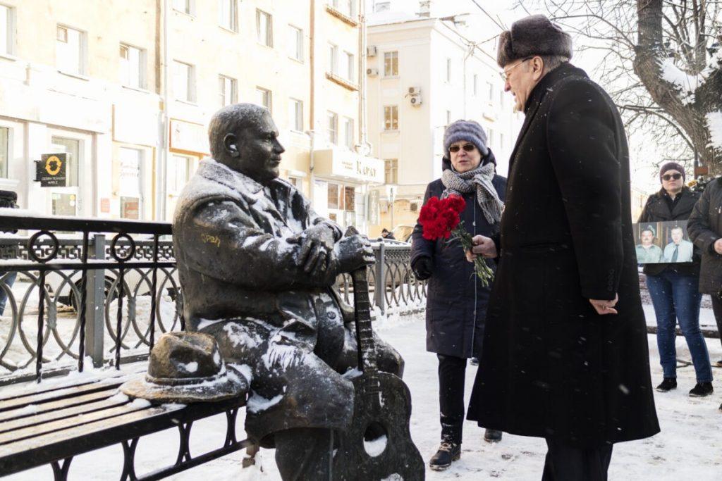 Памятник Михаилу Кругу в Твери: оставить или убрать?