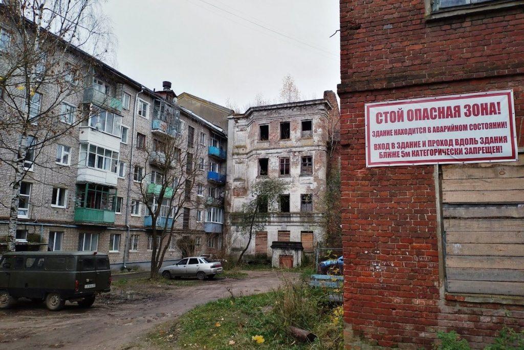Активисты ОНФ обратили внимание на заброшенные дома в Вышнем Волочке