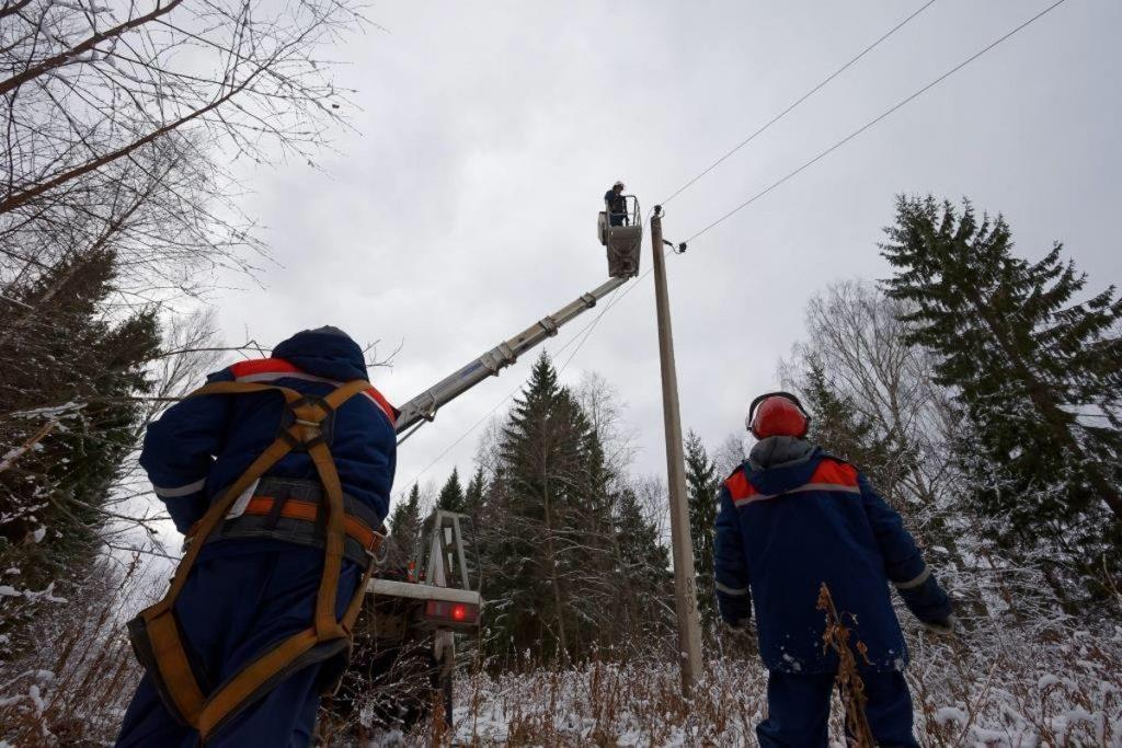 Электроснабжение крупных населенных пунктах восстановлено в Тверской области