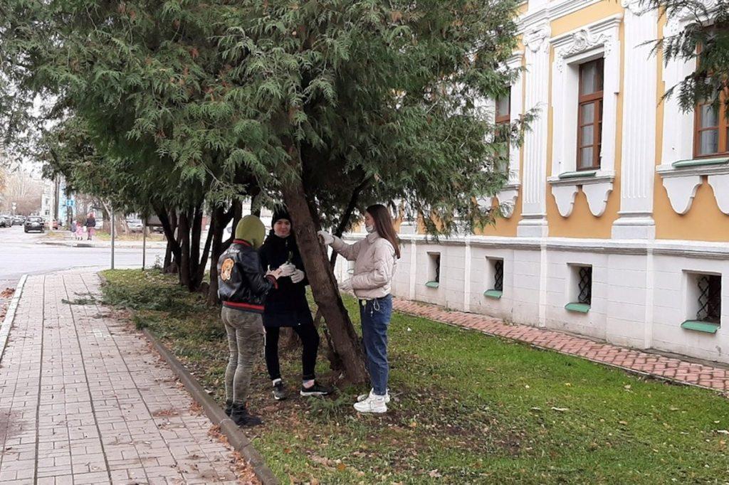 Волонтеры провели субботник в Музее тверского быта