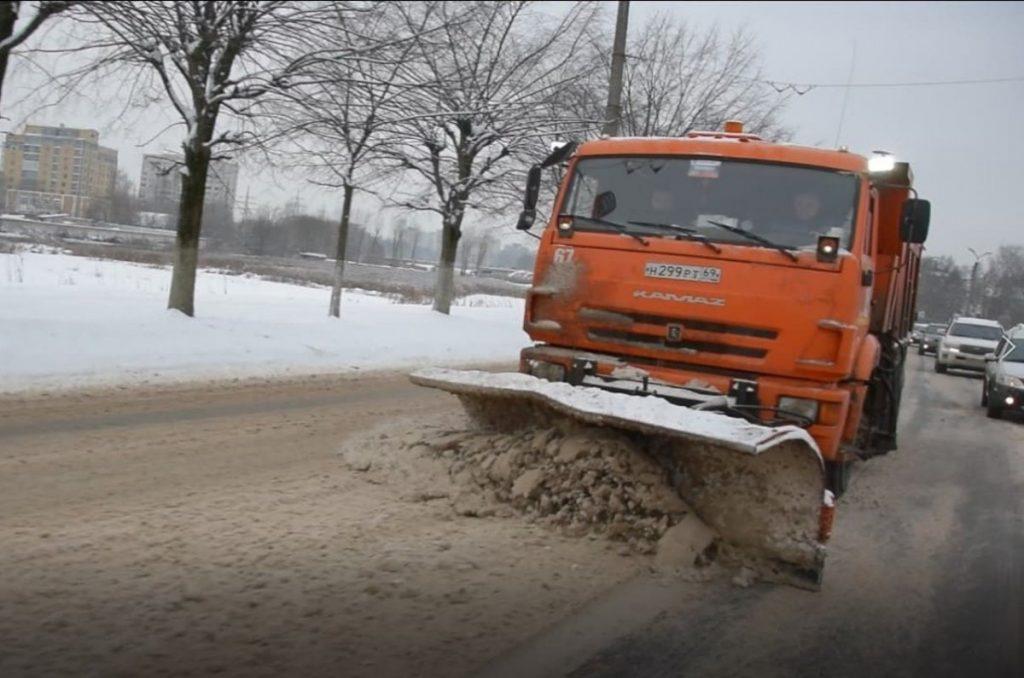 Снег в Твери убирают круглосуточно