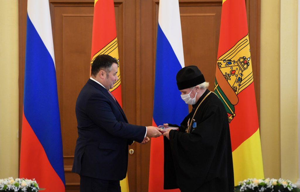 В Тверской области наградили докторов, учителей, священников и полицейских
