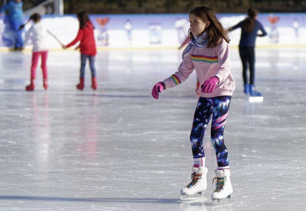 Молодежь приглашают бесплатно покататься на коньках в ледовых комплексах Тверской области