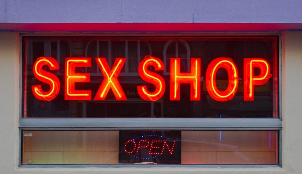 В Твери ограбили секс-шоп