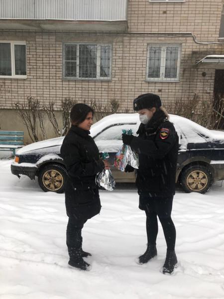 В Тверской области полицейские вручили подарки детям из неблагополучных семей