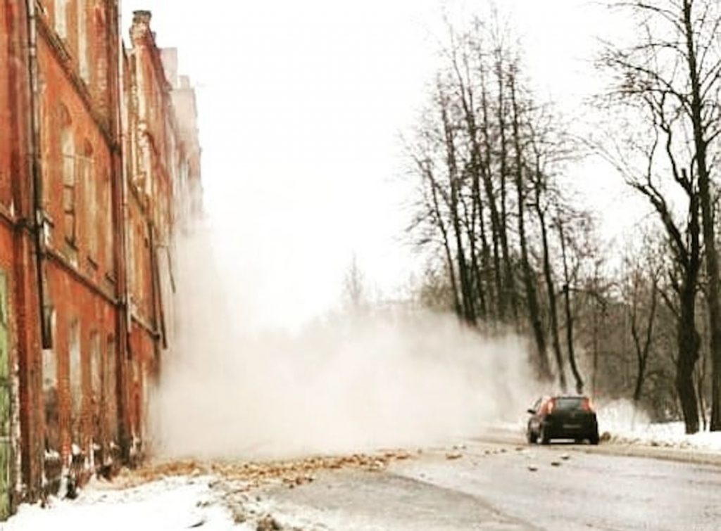 В Вышнем Волочке обрушилось старинное здание фабрики, являющиеся памятником культуры
