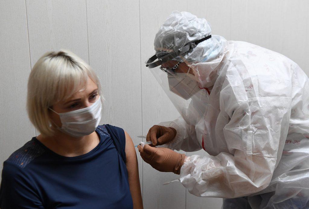 Более 30 тысяч пожилых жителей Тверской области сделали прививку от коронавируса
