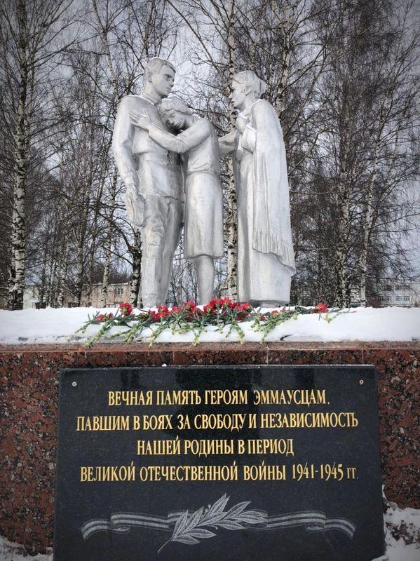 Первые лица Твери и Тверской области возложили цветы к тверской стеле «Город воинской славы»