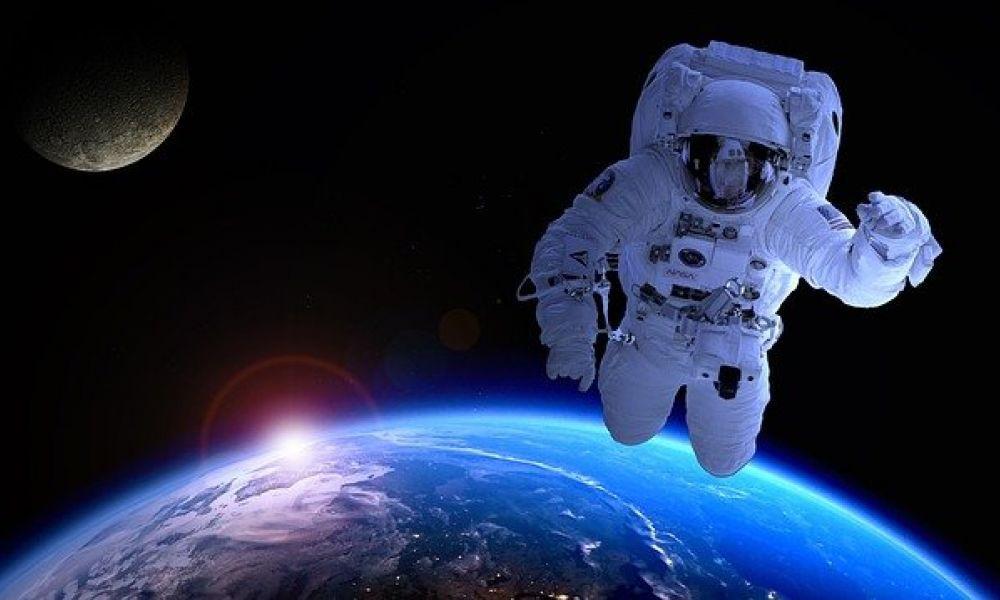 Поздравления с 23 февраля «прилетели» с орбиты Земли