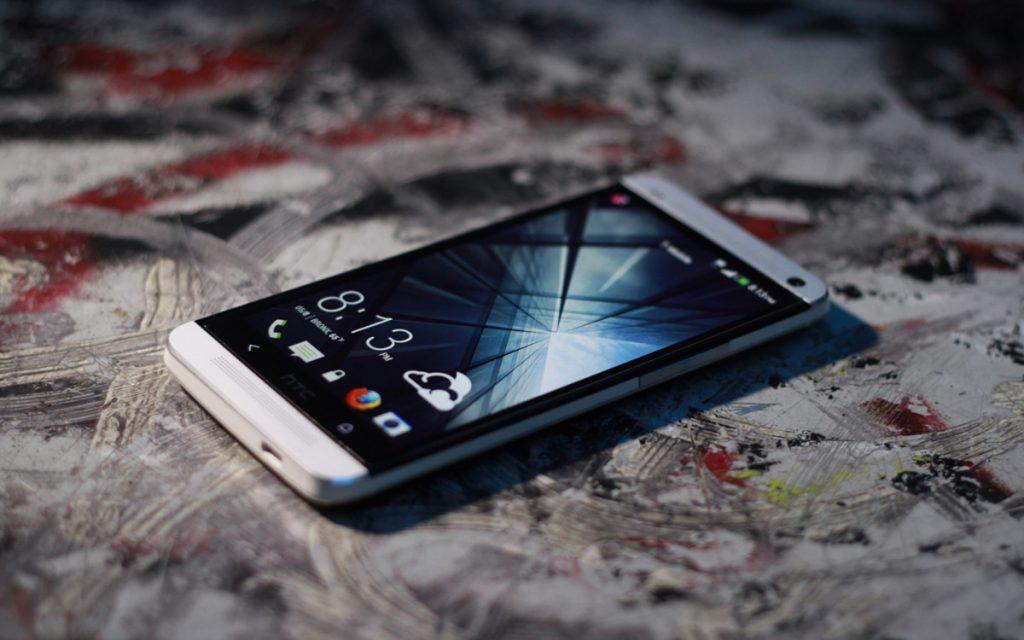 В Торжке полицейские раскрыли кражу телефона