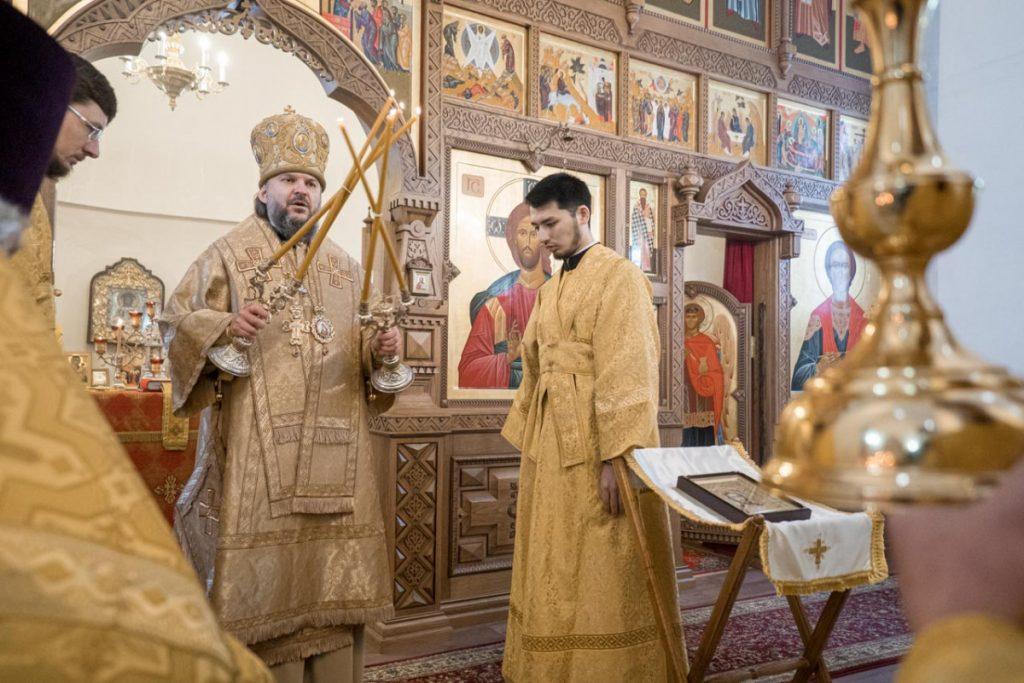 В тверском храме при областной больнице митрополит Амвросий молился о врачах