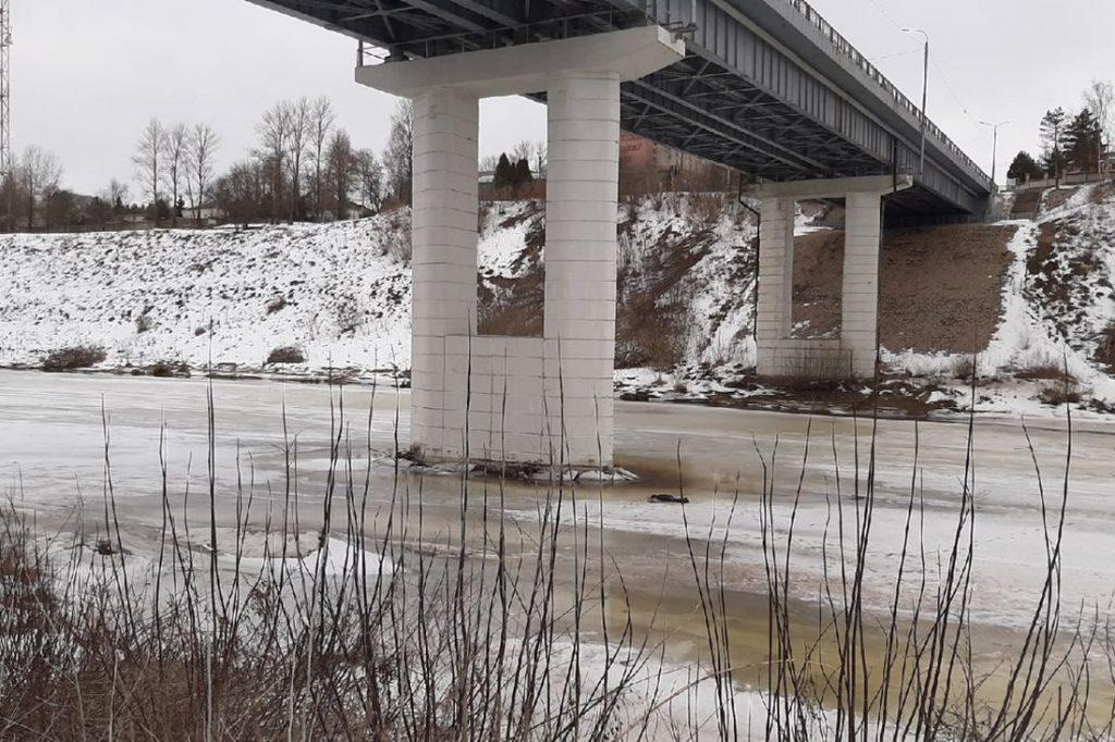 В Ржеве под мостом обнаружили тело мужчины