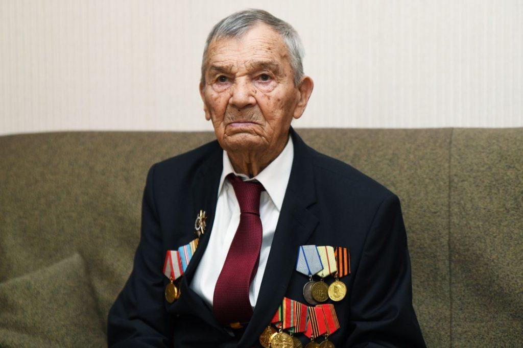 Участник Сталинградской битвы Арсений Сухопаров отметил 100-летний юбилей