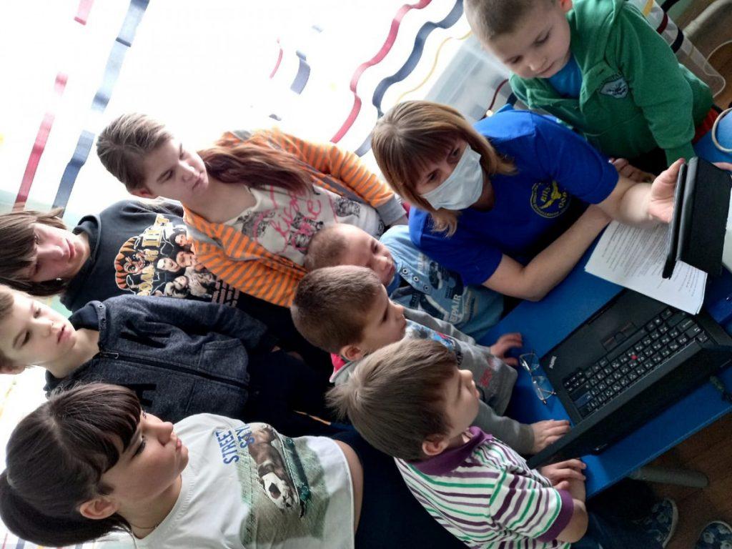 Волонтёры поисково-спасательного отряда «Сова» обучают детей правилам безопасности на воде
