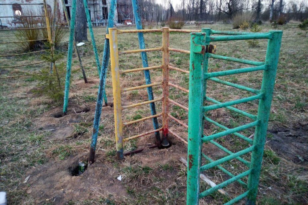 ОНФ просит прокуратуру разобраться с опасной детской площадкой в Тверской области