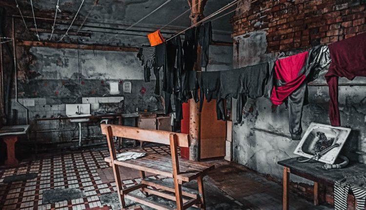 На грани обрушения. Как люди выживают в казармах Берга в Твери