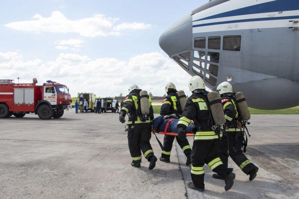 Сотрудники МЧС «потушили» в Твери самолет